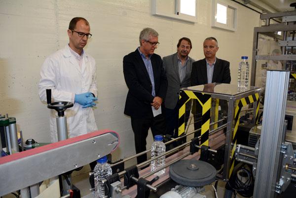 Embotelladora de agua del grifo en el Laboratorio de Ematsa