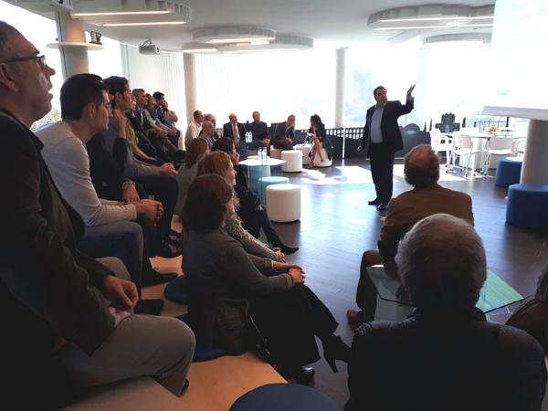 un momento de la intervención del Sr. Philippe Rougé,Director de estrategia de operaciones de plantas de tratamiento de aguas residuales del Grupo SUEZ en España
