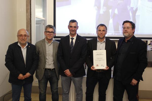 Jordi Vallvé (segundo por la derecha), responsable de RSC de Ematsa, recoge la mención en la categoría de Medio Ambiente y Economía Circular